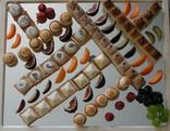 Eine Auswahl unserer Apéro-Petit-Fours auf einem Spiegel